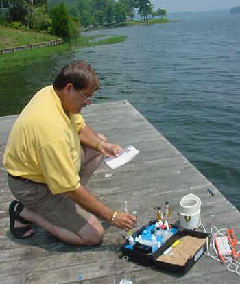 HOBO volunteer tests water quality on Lake Mitchell